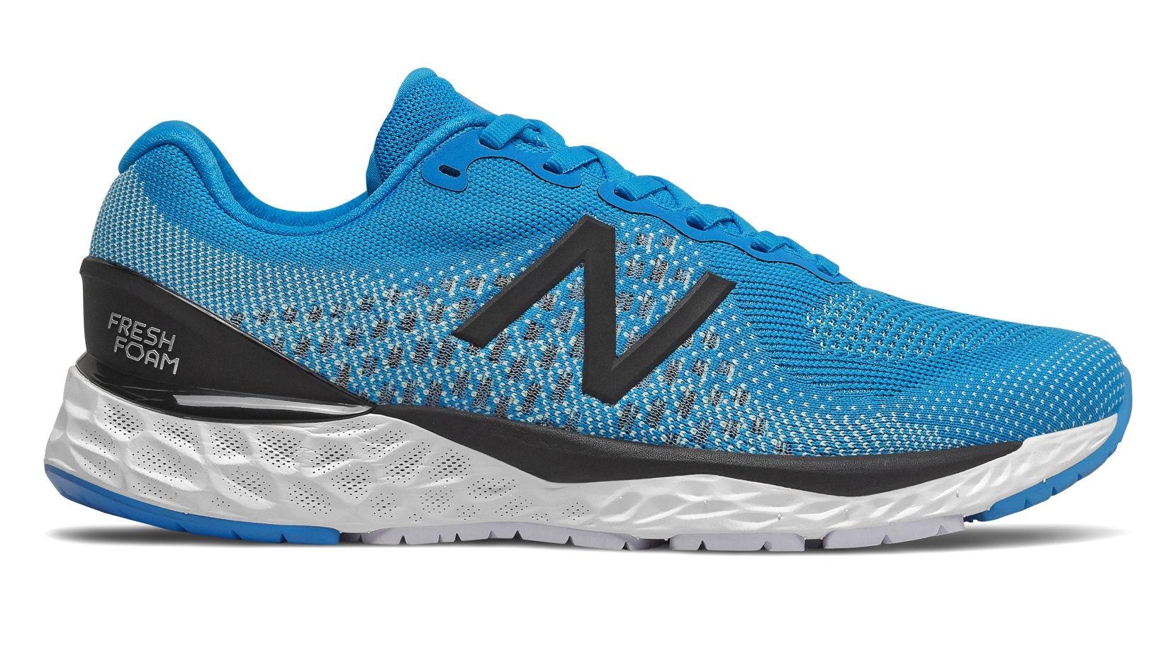 New Balance 880: una scarpa che (non) ti fa stare con i piedi a ...